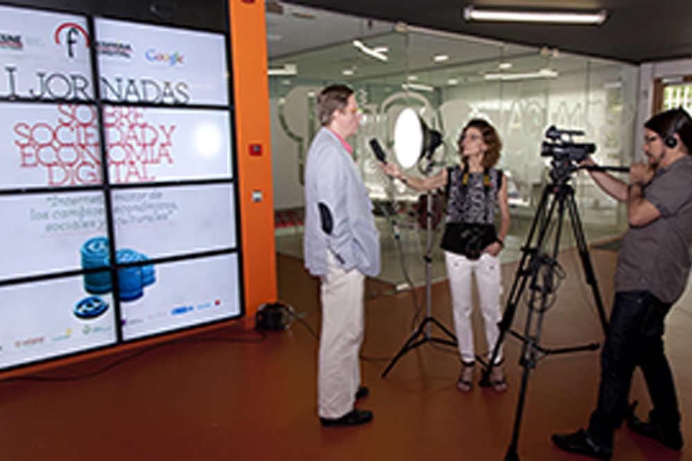 Los ponentes instan a empresas y usuarios a unirse a la era digital como herramienta eficiente de futuro